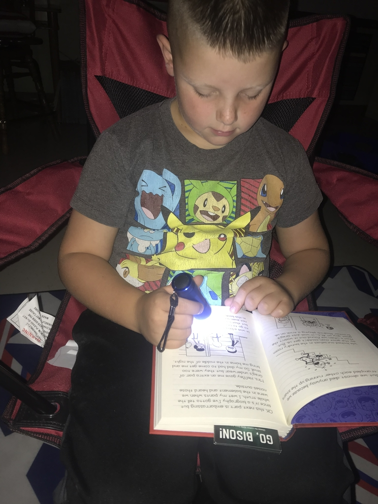 Mikko S. flashlight reading