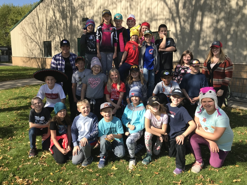 Fourth grade rocks cap day!